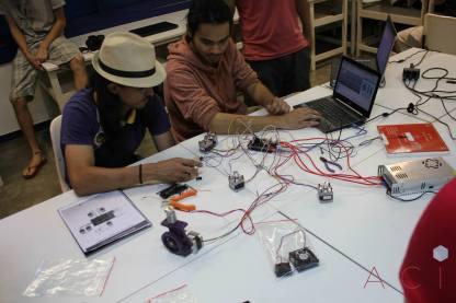 Mais do que usar uma impressora 3D, os participantes aprenderam a construí-la. (foto: Alexandre Wolf/ACI-FAAC)