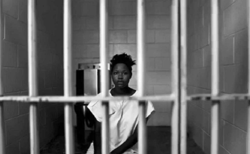 mulher negra prisão